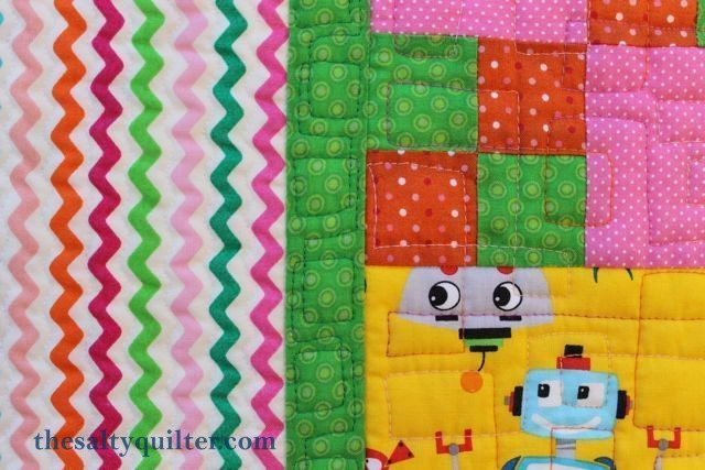 The Salty Quliter - Girlie Robots - Quilting close up on borders