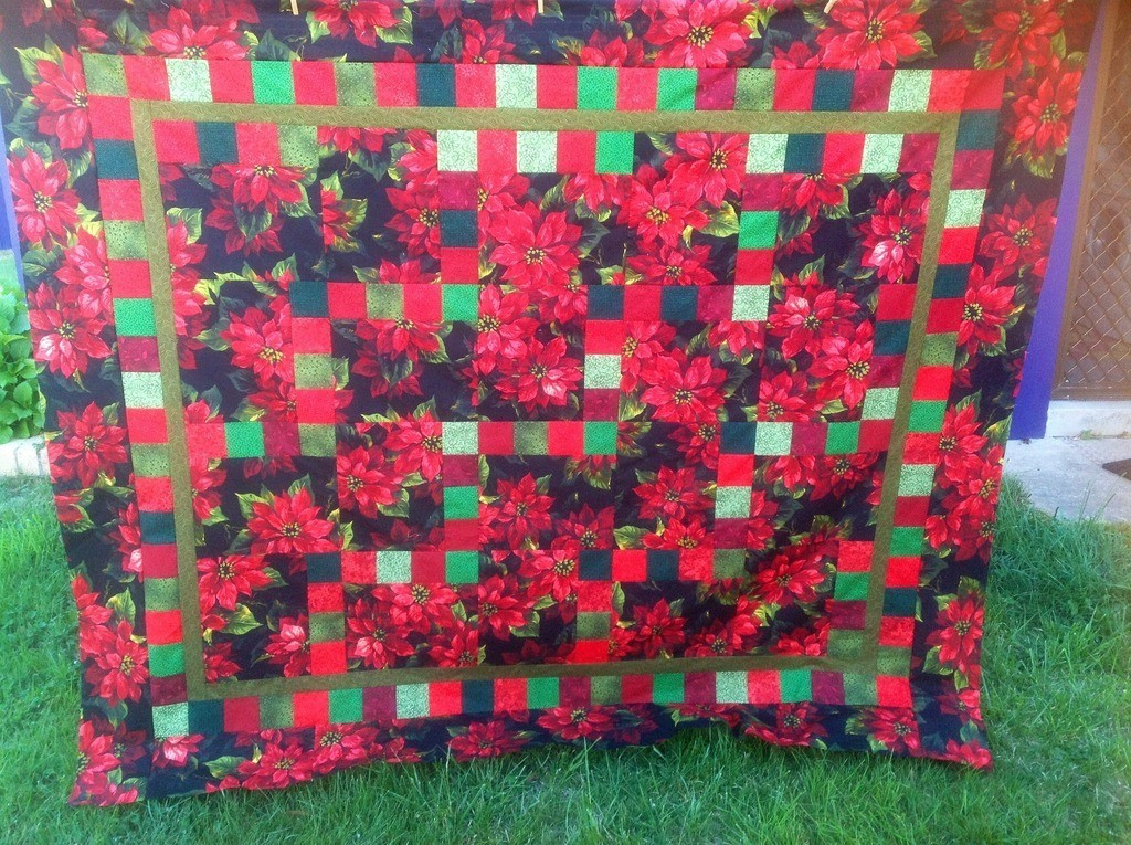 The Salty Quilter - Poinsettia Quilt - Quilt top